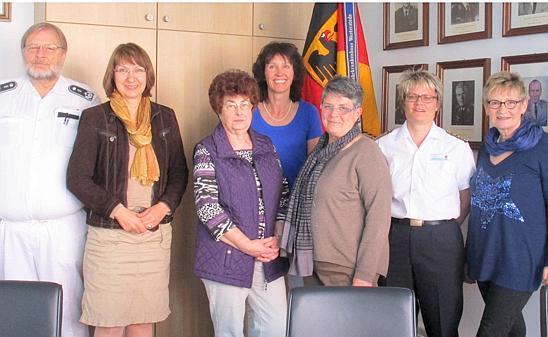 Die Mitglieder der Frauen Union Ammerland informieren sich im Bundesehrkrankenhaus Westerstede.