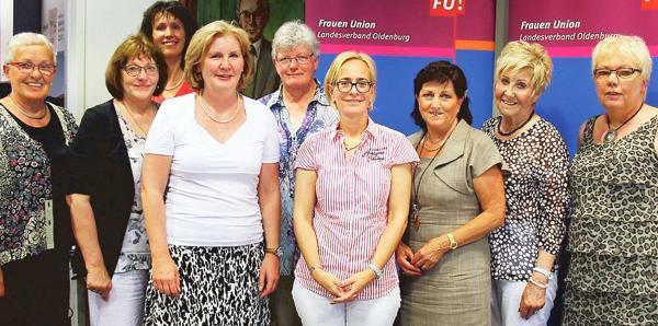 Ein eingespieltes Team: Der neue Vorstand der Frauen-Union (Landesverband Oldenburg) gratulierte seiner Vorsitzenden Marlies Hukelmann (Mitte) zur Wiederwahl.